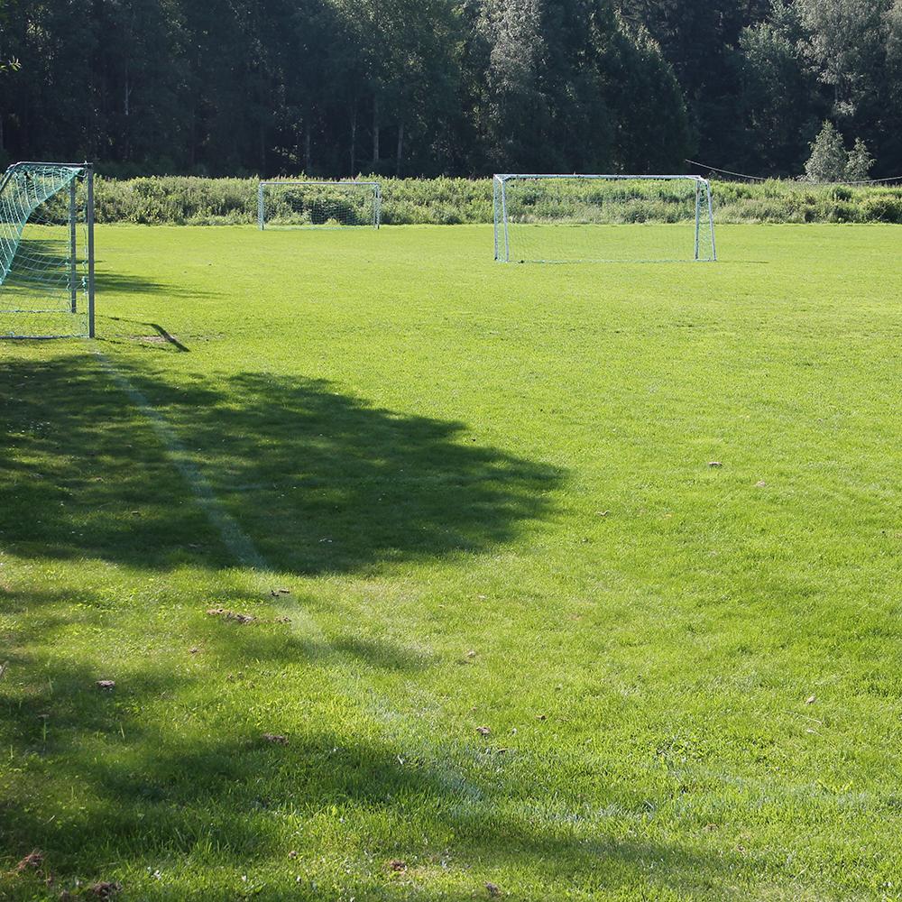 ALueen jalkapallokenttä.